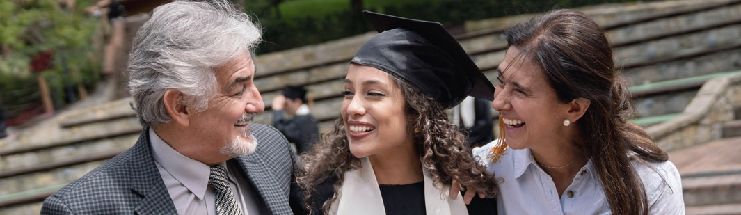 A graduate with her parents